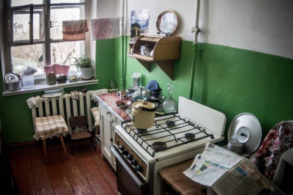 манил ремонт в коммунальной кухне фото нижних ярусах